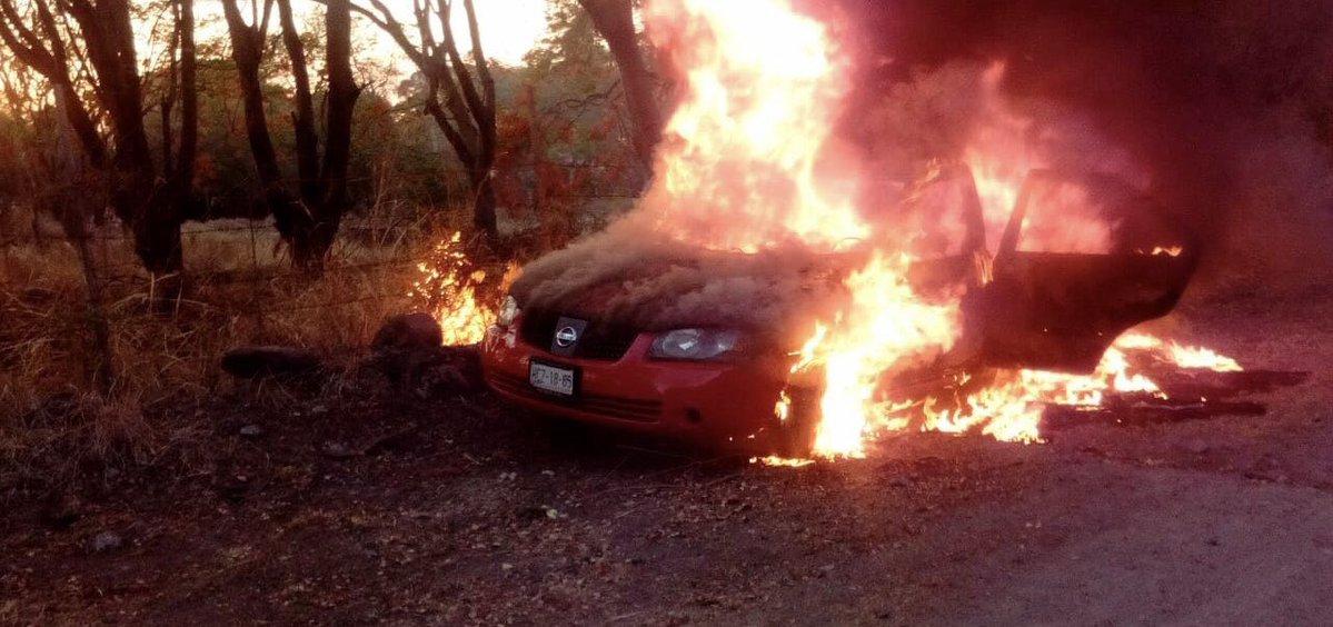 auto-quemado-morelos-camion-balazos