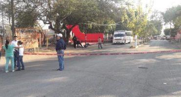 Balean camión de custodias en Morelos; iban al festival del 10 de mayo