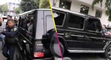 Dos sujetos permanecen atrincherados dentro de una camioneta en la colonia Doctores