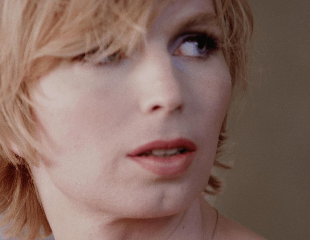 """Jehnny Beth, de Savages, está de vuelta con la canción """"Let It Out"""" para el documental de Chelsea Manning"""