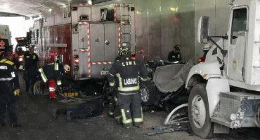 Dos camiones de carga chocaron con un auto en Constituyentes; se registran cuatro muertos