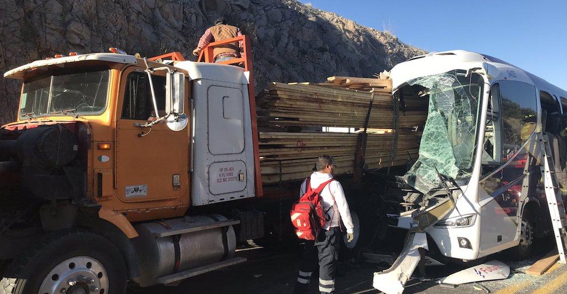 choque-durango-mazatlan-muertos-camion-02