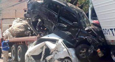 En plena persecución, tráiler provoca carambola en Santa Fe; tres personas perdieron la vida