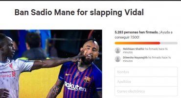 ¿Atacaste a Messi? Pues fans del Barcelona lanzaron su propia petición para suspender a Sadio Mané