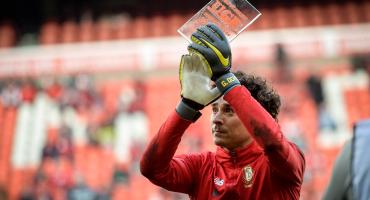 Ochoa adelanta su salida del Lieja tras ser reconocido como el mejor jugador del club