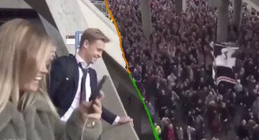 Cientos de aficionados del Ajax le dieron el 'último adiós' a Frankie De Jong