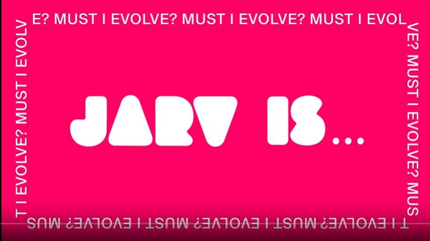 """¡Jarvis Cocker está de regreso! Escucha """"Must I Evolve?"""" de su nuevo proyecto JARV IS..."""