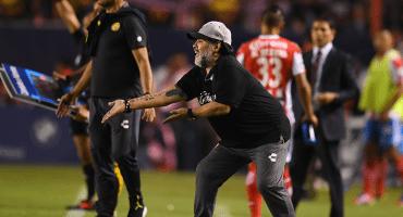 A falta de la firma, Maradona se queda en Dorados un ratito más