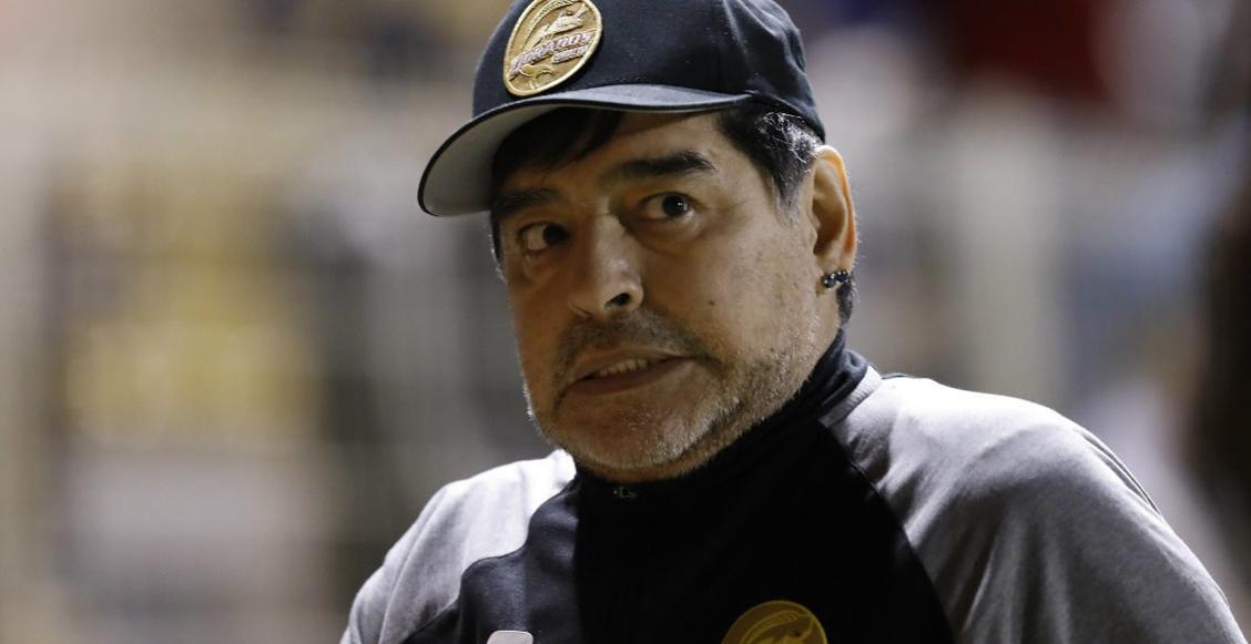 ¡Detuvieron a Maradona llegando al aeropuerto de Argentina!