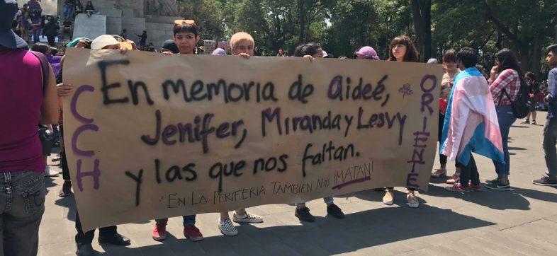 Alumnos de la UNAM marchan rumbo a Rectoría por la muerte de Aideé Mendoza