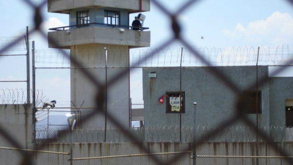 Encuentran a un preso muerto en el penal de Chiconautla por presunta sobredosis