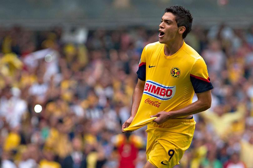 Raúl Jiménez consideró volver al América luego de tropezar en el Benfica