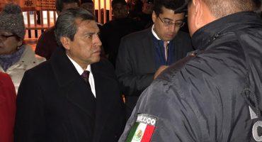 Dan cristalazo al auto de alcalde de Cuautitlán Izcalli... había ido al tianguis