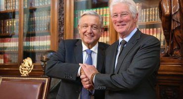 ¡Qué internacional! Richard Gere llega a Palacio Nacional para reunirse con AMLO 😱