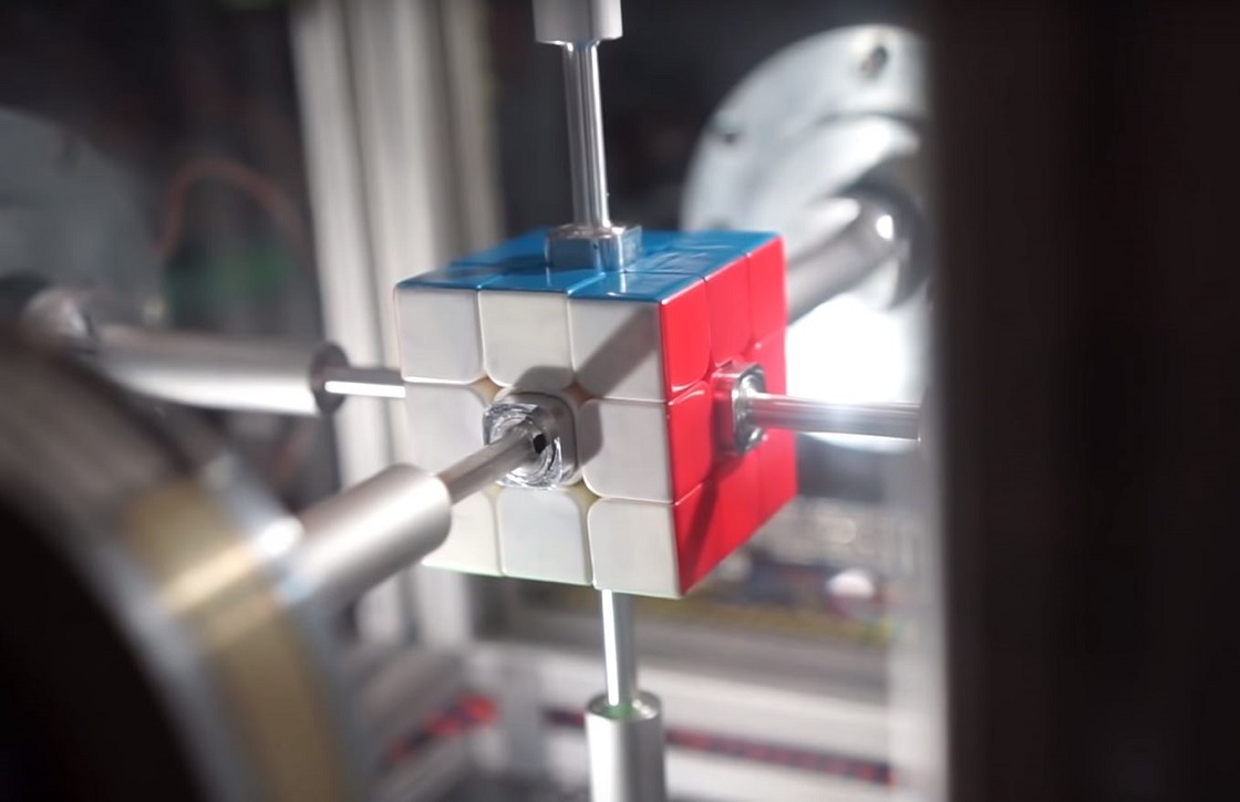 Robot que resuelve un cubo Rubik en menos de medio segundo