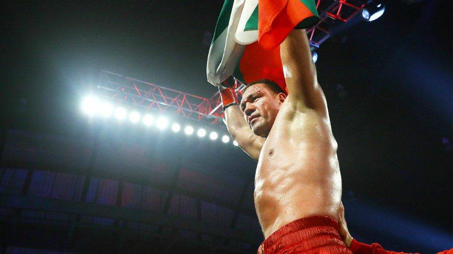 6 meses de castigo y curso contra abuso sexual al boxeador que besó a reportera 'a la fuerza'