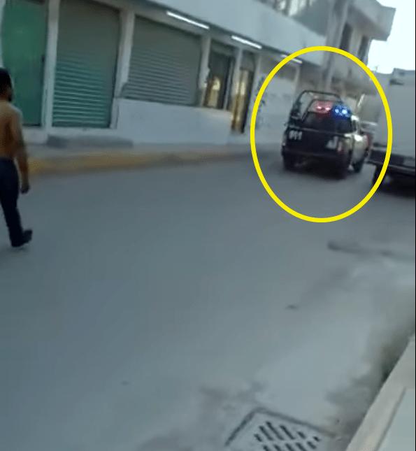 video-desarma-policia-ecatepec-arma-rescata-03