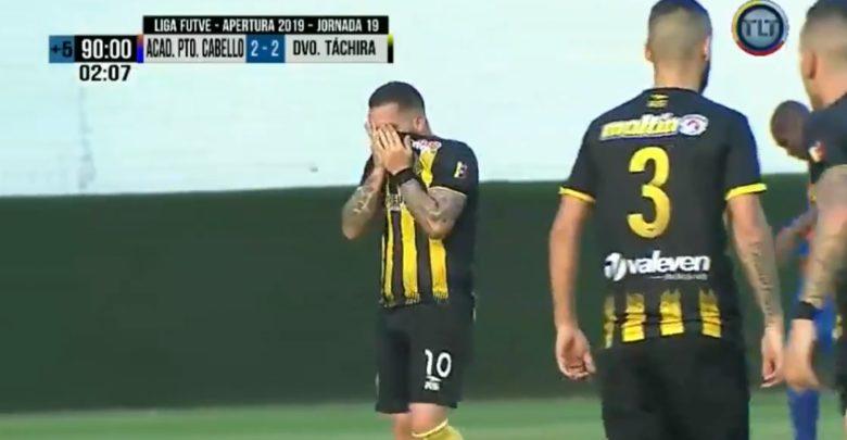 Futbolista marcó, eliminó al equipo de su papá y ambos lloraron por el momento