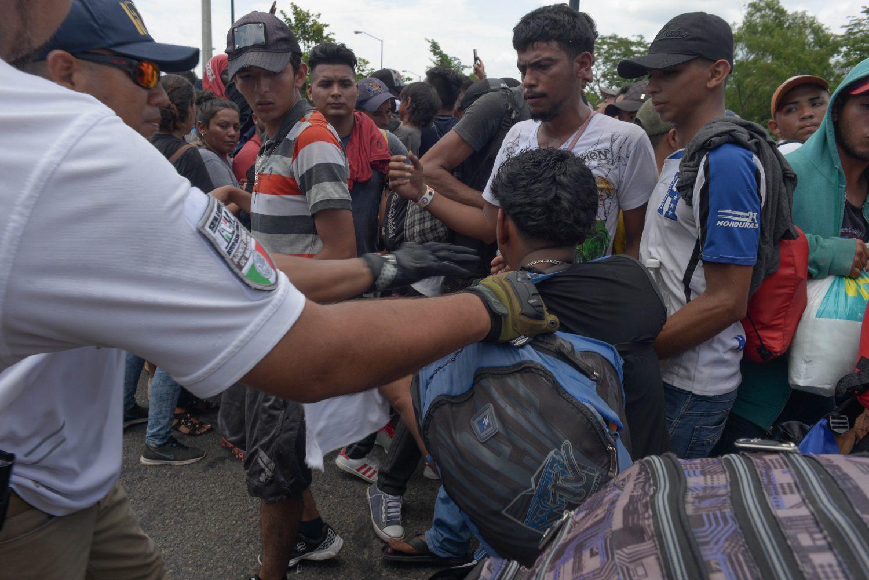 ¿Parte de las negociaciones? En Chiapas, autoridades frenan caravana migrante