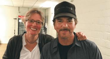 Eddie Vedder se reúne con una fan, ¡27 años después!