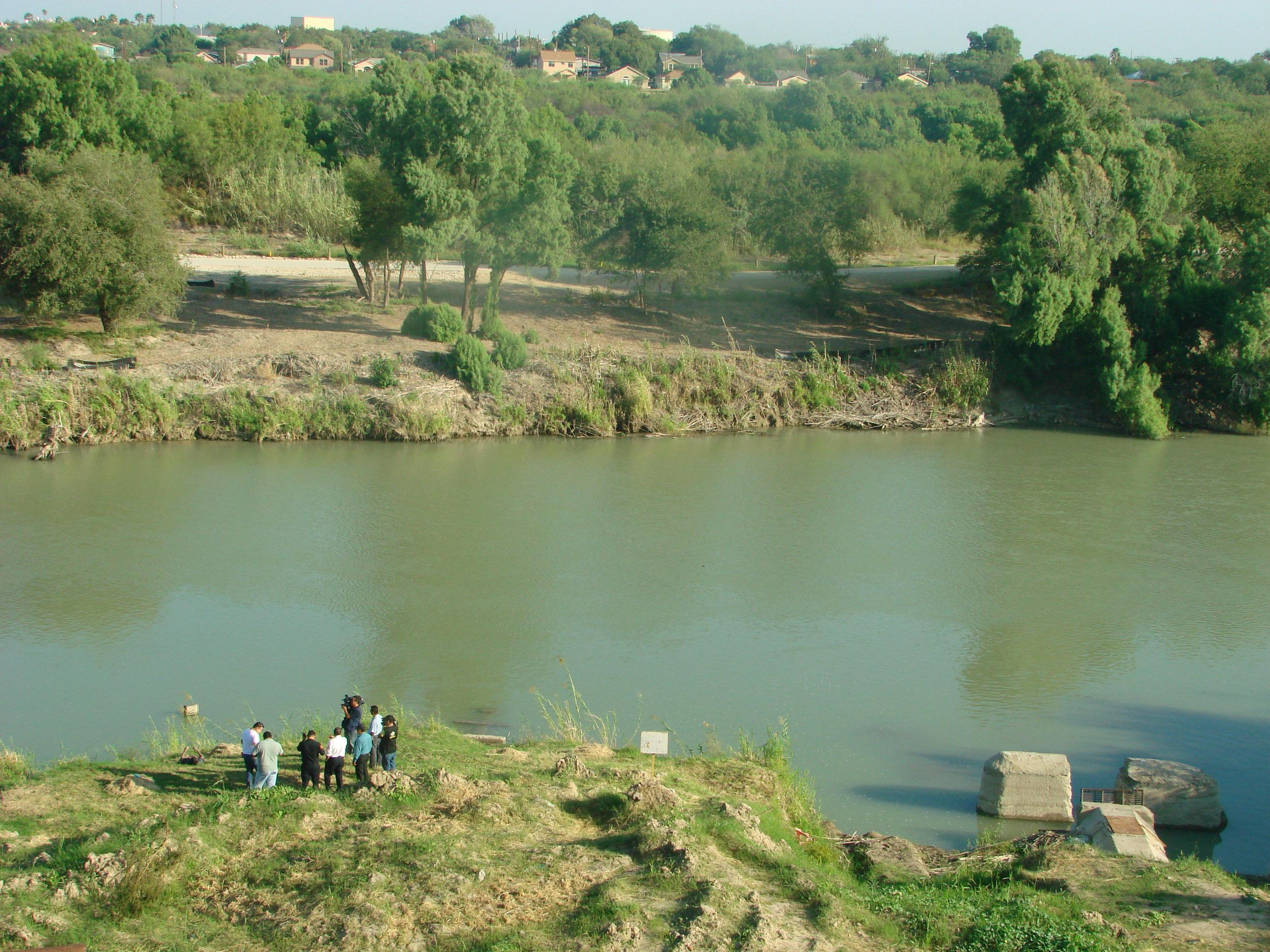 Migrante salvadoreño e hija mueren ahogados en río Bravo; intentaban cruzar a EEUU