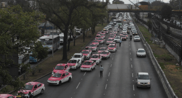 Taxistas quieren trabajar hasta en el 'Hoy No Circula'; propuesta de Semovi es insuficiente, dicen