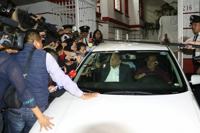 Austeridad nivel: Dice AMLO que el Jetta es del secretario particular, Alejandro Esquer