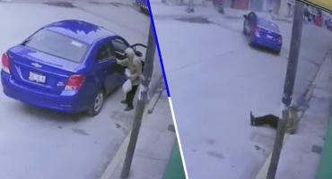 Mundo enfermo y triste: Abandonan a un ancianito en la calle con su ropa en una bolsa
