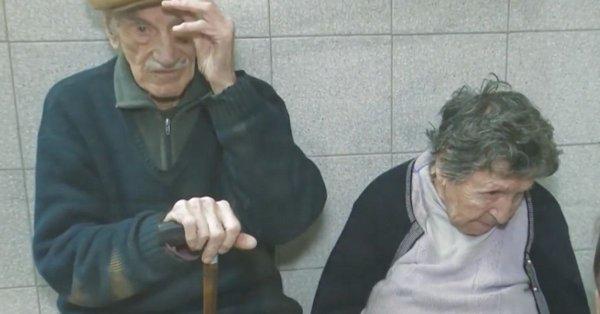 La triste historia de los abuelitos que fueron abandonados en un bar por su hijo y que conmovió a todo el internet