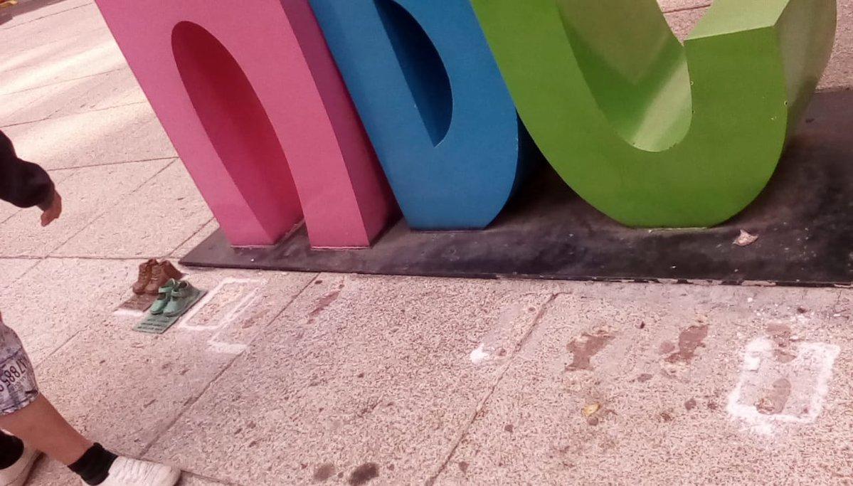 Atacan Antimonumento: Roban réplicas en bronce de zapatitos usados por niños de Guardería ABC