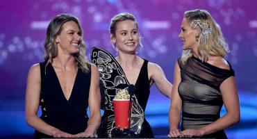 'Ellas son Capitana Marvel': Brie Larson subió a sus dobles al escenario para recibir un MTV Award
