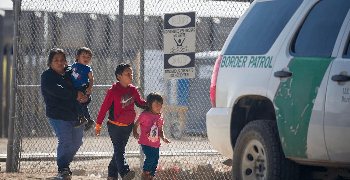 En Texas, protestan ante la crisis en los centros de detención de niños migrantes