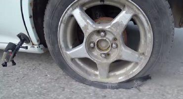Esto es lo que ocurre con las llantas de tu coche si conduces sin quitar el freno de mano