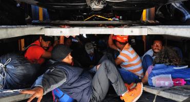En medio del plan de migración, la UIF presenta 9 denuncias por tráfico de personas