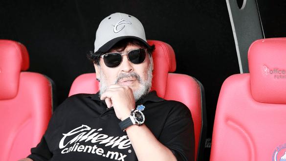 Maradona tiene problemas para conciliar el sueño, confirma su médico en Argentina