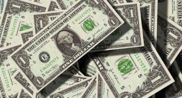 Dólar llega a 19.84 pesos tras baja de calificación de Fitch y Moody's