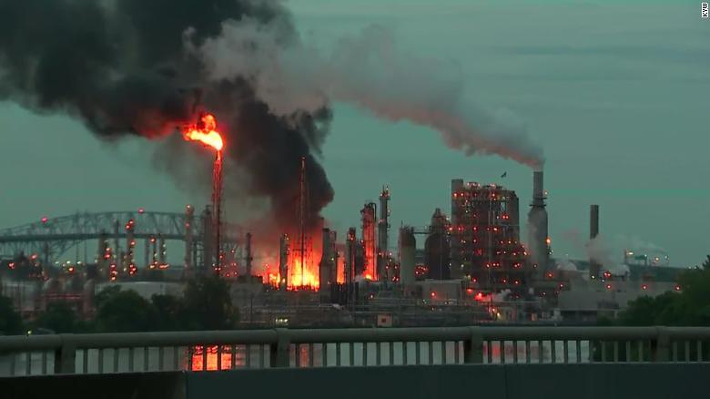 explosion-refineria-filadelfia-foto-video-explota