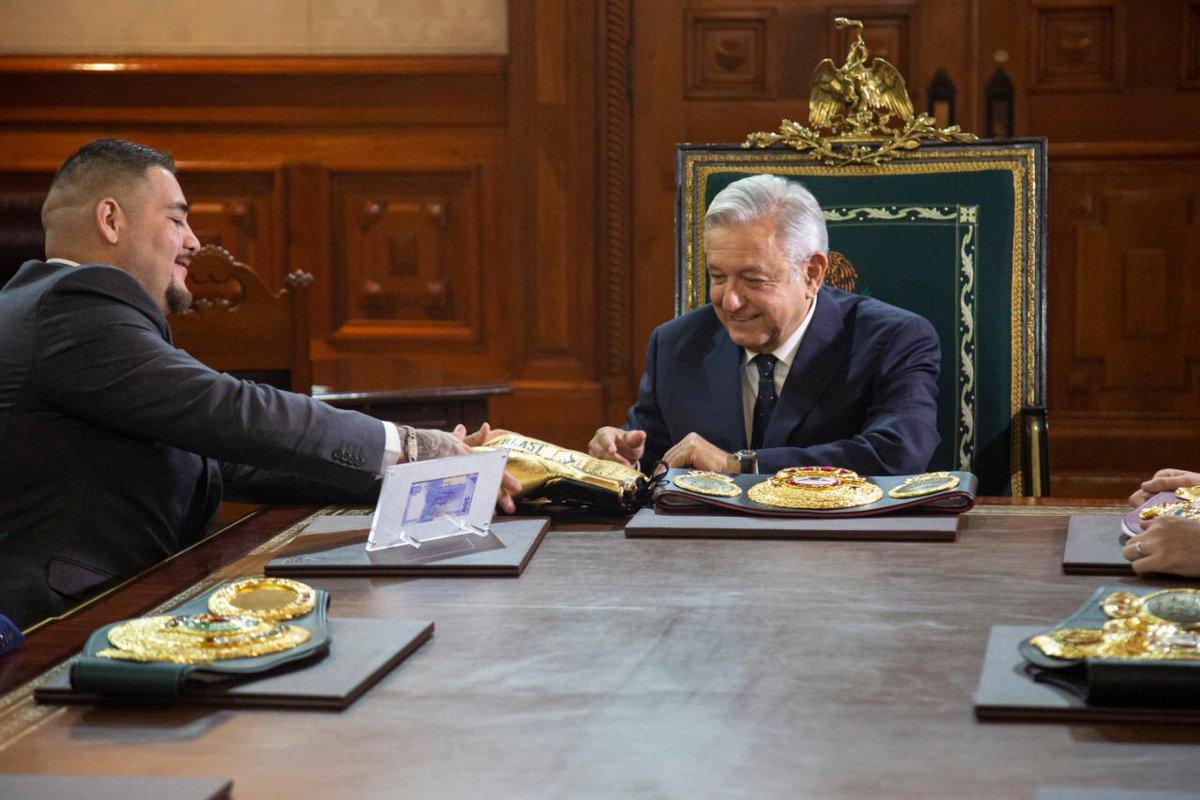 En imágenes: Así fue la visita de Andy Ruiz a AMLO en Palacio Nacional