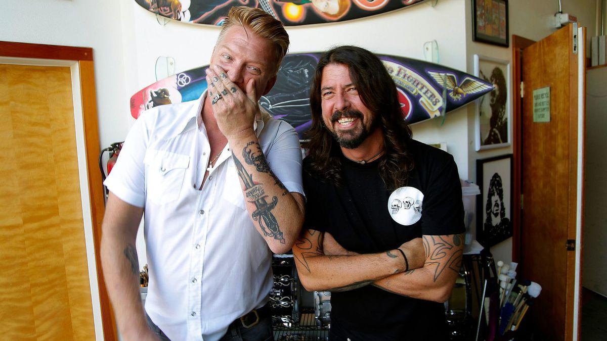 ¿Nuevo disco de Queens of The Stone Age? ¡Dave Grohl y Billy Gibbons trabajan con Josh Home!