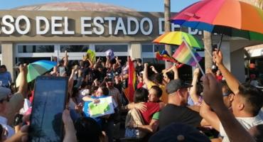 Baja California Sur aprueba el matrimonio igualitario en medio de protestas
