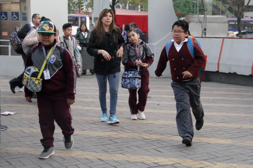 Proponen que cada escuela decida sus días de descanso si AMLO elimina 'puentes'