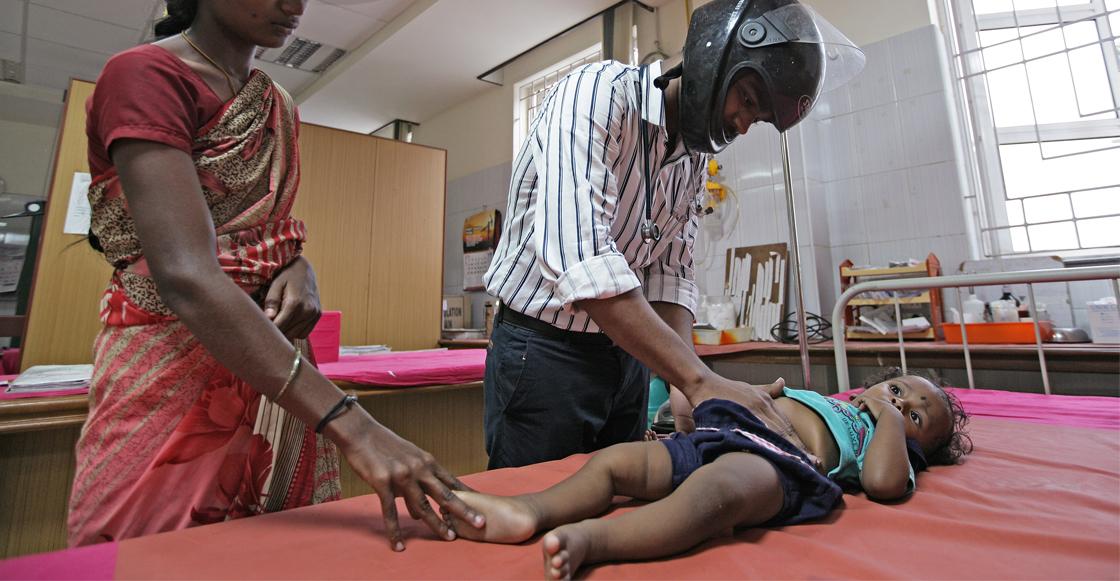 Crisis en India: un brote de encefalitis aguda y una ola de calor de hasta 50º