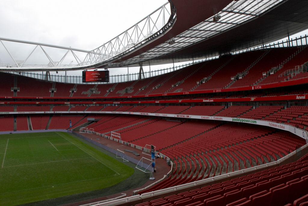 Aficionados podrán ver la repetición del VAR en estadios de la Premier League