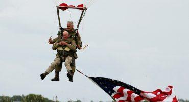 Hace 75 años saltó en paracaídas en el Día D... ahora lo volvió a hacer