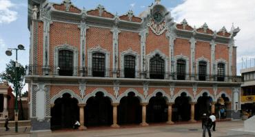 Y en Tehuacán, cesan a contralora por comprar plumas de 800 pesos