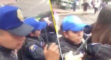 Denuncian a policías de CDMX por agredir a una joven que intentaba tomarse una foto