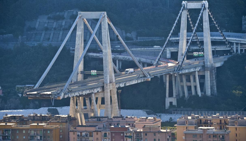 Así se vio la impresionante demolición del Puente Morandi en Génova