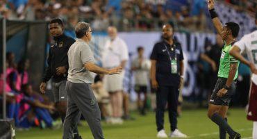 'Tata' Martino, primer técnico suspendido por recibir doble tarjeta amarilla