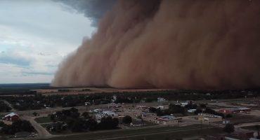 El espectáculo visual de una tormenta de polvo grabada desde un dron
