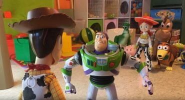 Toy Story 3 con juguetes reales